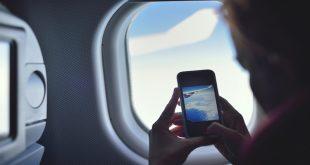 Per chi vola a Pasqua il compagno di viaggio è lo smartphone