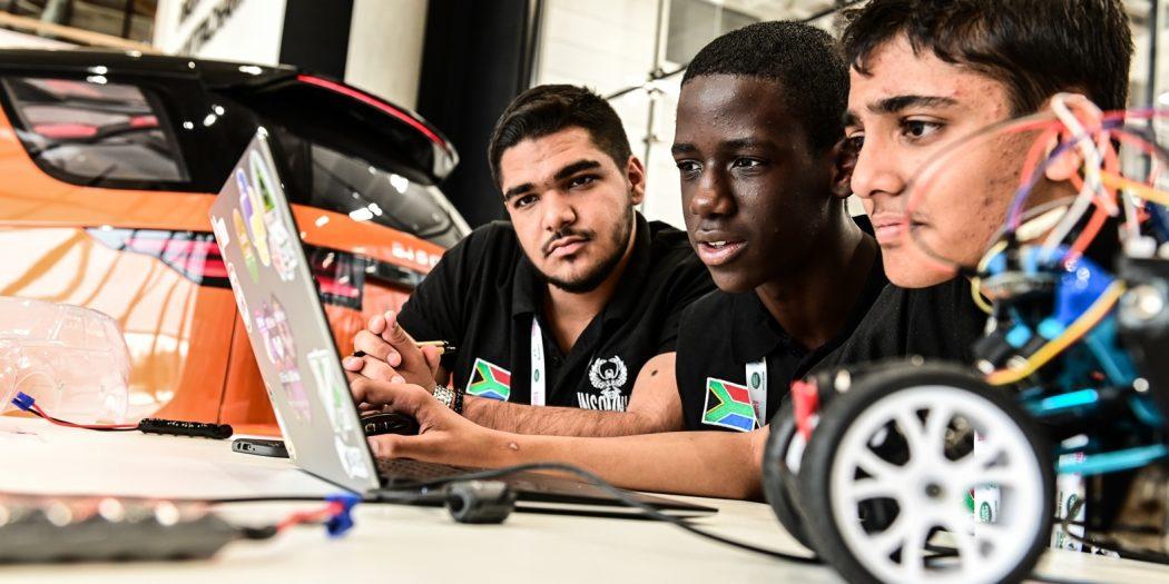 Jaguar Land Rover lancia un nuovo programma per reclutare i programmatori di domani